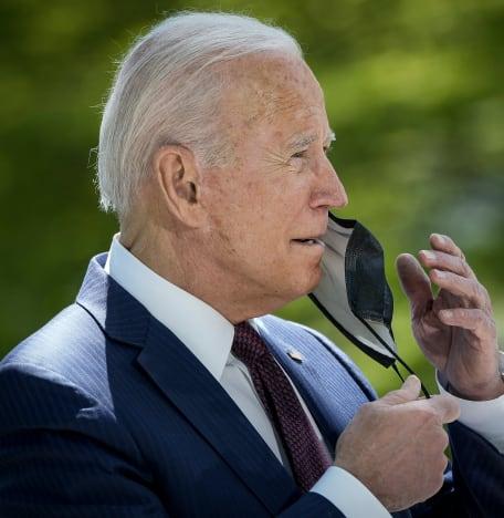 Joe Biden removes the mask