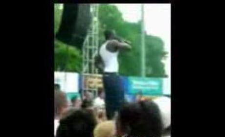 Akon Tossing a Fan Off the Stage