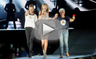 Taylor Swift Brings Julia Roberts on Stage!