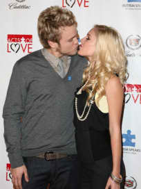 Spencer Pratt and Heidi Montag Kiss