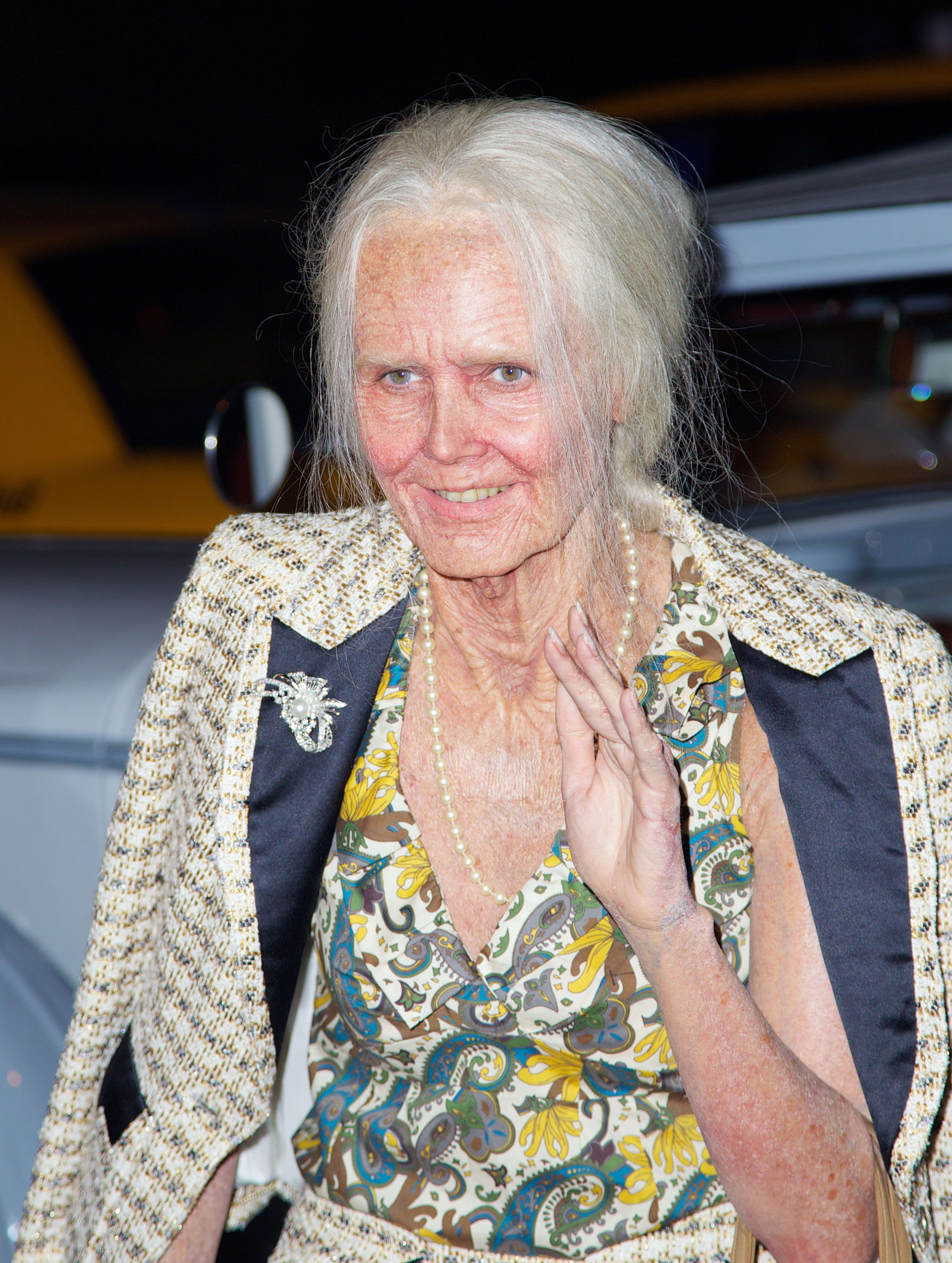 heidi klum dresses as elderly woman wins halloween the hollywood