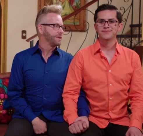 Kenneth Niedermeier y Armando Rubio se dan la mano en un adelanto
