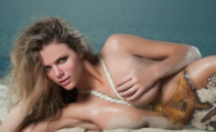 Brooklyn Decker Nude, Body-Painted in Sports Illustrated