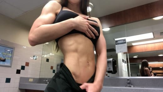 Anfisa Nava Displays Bodybuilding Abs