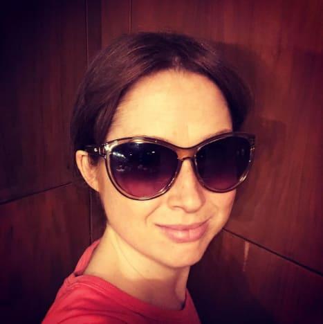 Ellie Kemper Wears Sunglasses