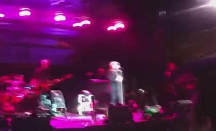 Kelly Clarkson Performs at Allstate Fan Fest