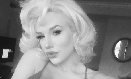 Courtney Stodden Black and White Pose