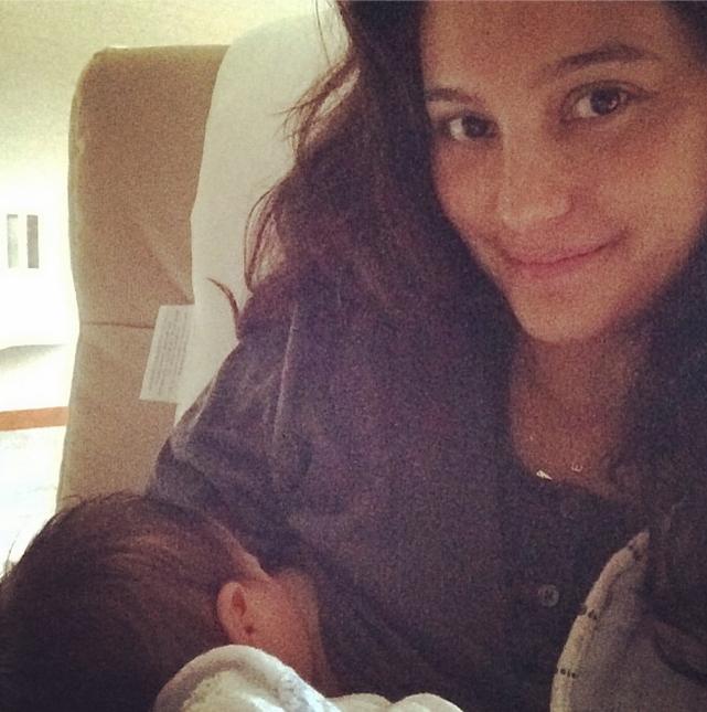 Emma Heming Breastfeeding