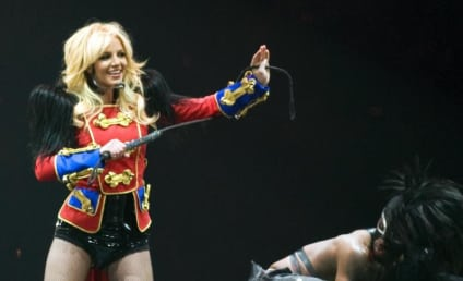 Taylor Swift Hearts Britney Spears