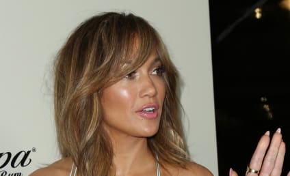 JLo to Fans: Don't You DARE Look at Me!!!