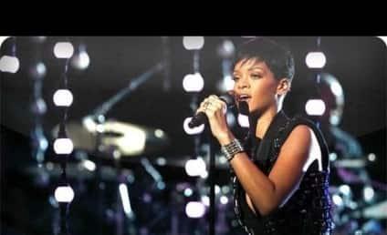 "Rihanna Performs ""Diamonds"" on The Voice Finale"