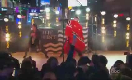 """Macklemore & Ryan Lewis Perform """"Thrift Shop,"""" """"Can't Hold Us"""" on New Year's Eve"""