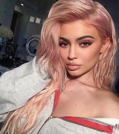 "Kylie Jenner, ""Rose"" Hair"