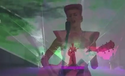 "Katy Perry Sings ""The One That Got Away"" at AMAs"