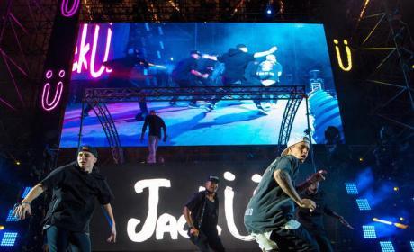 Justin Bieber Goes HARD, Joins Jack Ü on Stage