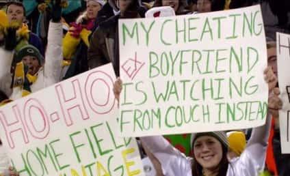 Packers Fan Slams Ex-Boyfriend on Best Sign Ever