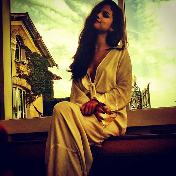 Selena Gomez Cleavage Photo