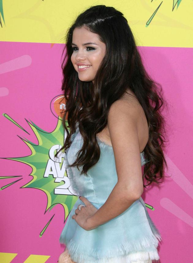 Selena Gomez Kids Choice Awards Pic