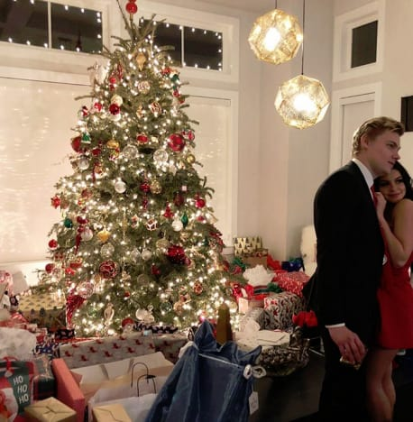Ariel Winter and Levi Meaden, Christmas Tree 2017
