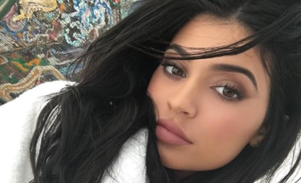 Kylie Jenner Butt Selfie Rekindles Plastic Surgery Rumors, Brings Us Joy