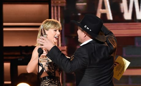 Taylor Swift Hugs Garth Brooks