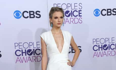 Taylor Swift PCA Pic