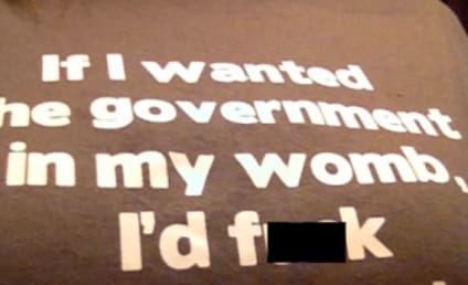 """Woman Barred From American Airlines Flight Because of """"Offensive"""" Pro-Choice T-Shirt"""