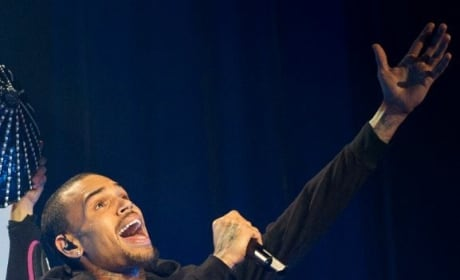Chris Brown Sings Live