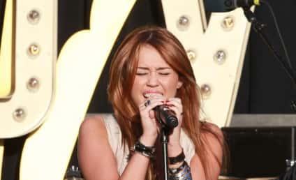 Miley Cyrus Apologizes for Lewd Photos