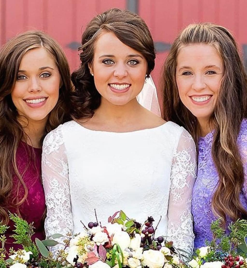 Jinger Duggar Wedding Dress.Jinger Duggar Reveals Weird Reason Her Wedding Dress Train Was So