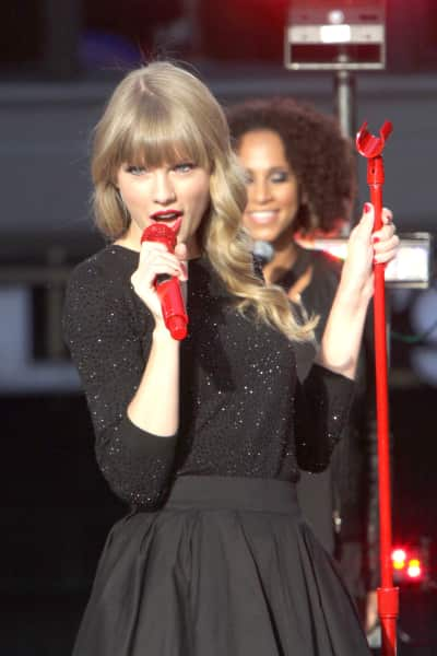 Taylor Swift Goes Red