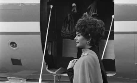 Elizabeth Taylor at London Airport in 1967