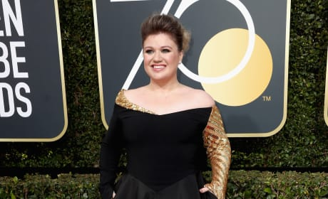 Kelly Clarkson at the Globes
