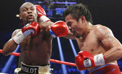 Floyd Mayweather Defeats Manny Pacquiao in Unianimous Decision, Wins Fight of the Century