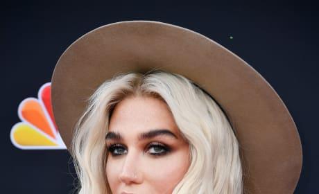 Kesha Red Carpet Image