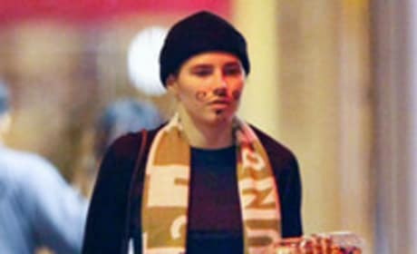 Amanda Knox cat burglar costume: Bad taste?