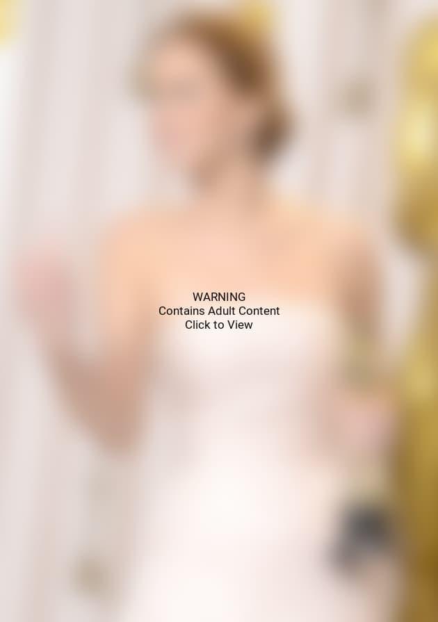 Jennifer Lawrence Middle Finger Photo