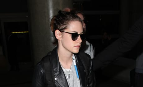 Kristen Stewarts Lands at LAX
