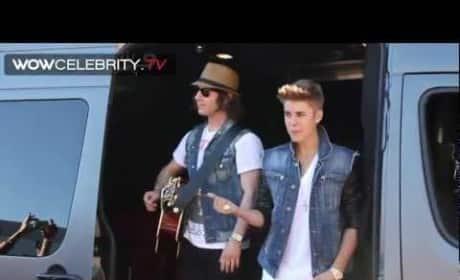 Justin Bieber Sidewalk Sing-Along