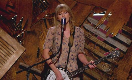 Taylor Swift Grammy Pic