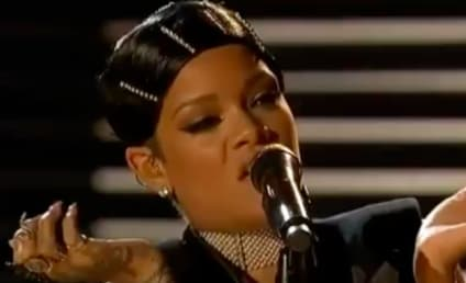 "Rihanna Wins AMA Icon Award, Performs ""Diamonds,"" Thanks Mom in Acceptance Speech"
