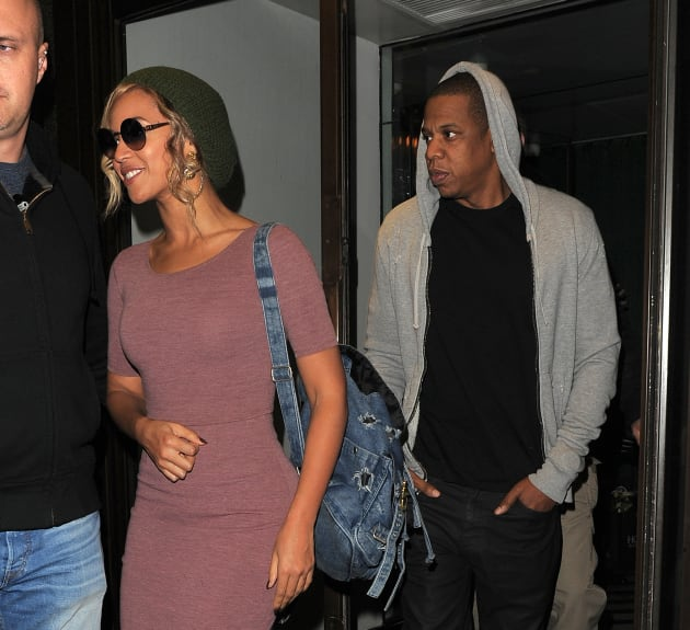 Beyonce Bares Midriff as Jay Z and Her Take Yacht Cruise