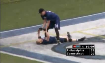 Ultimate Frisbee Player Makes INSANE Catch For Touchdown ... or Whatever It's Called