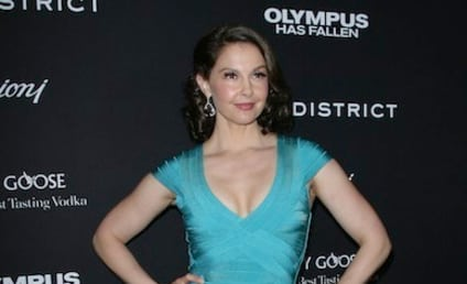 Ashley Judd Dress Turns Heads at Premiere