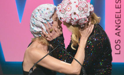 Nicole Kidman Makes Out with Naomi Watts!