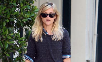"""Reese Witherspoon Finds Robert Pattinson """"Very Handsome"""""""