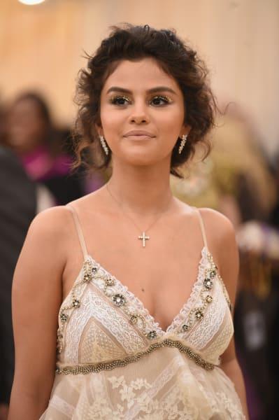 Selena Gomez MET Gala Pic