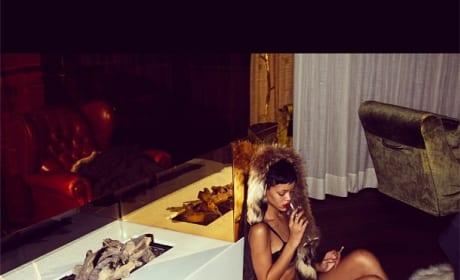 Rihanna in No Pants!