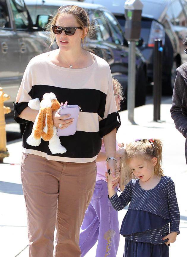 Jennifer Garner, Mother