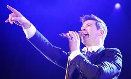"Robin Thicke Woos Paula Patton, Dedicates ""Let's Stay Together"" to Wife in Concert"